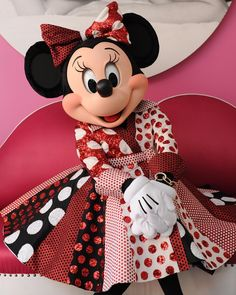 My Disney spirit animal.Rockin the dots since Simply a Disney girl after my own heart❤️🎀🐭 Minnie Mouse Pictures, Mickey Mouse Images, Mickey Mouse And Friends, Mickey Minnie Mouse, Disney Pictures, Disney Nerd, Disney Love, Disney Magic, Disney Parks