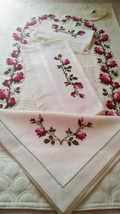 Silk Ribbon Embroidery, Embroidery Patterns, Hand Embroidery, Diy And Crafts, Cross Stitch, Stencil, Handmade, Rose Buds, Embroidered Towels