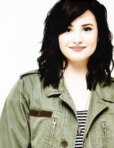 demi lovato short hair | Tumblr Demi Lovato Young, Demi Lovato Short Hair, Demi Lovato Style, Cute Haircuts, New Haircuts, Sam Winchester Hair, Demi Lovoto, Famous Celebrities, Celebs