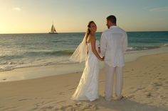 Manchebo Beach Resort and Spa was designed with leisure in mind! Ideal for couples, it is located along a private beach.