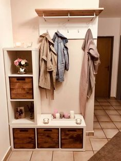 The IKEA Kallax line Storage furniture is an important part of any home. Trendy and wonderfully easy the corner Kallax from Ikea , for example. Ikea Kallax Regal, Kallax Shelf, Cool Walls, Wall Shelves, Wooden Boxes, Origami, Bedroom Decor, Furniture, Home Decor