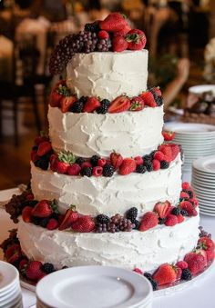 I can't imagine a summer wedding without lots of desserts, fruits and berries. If you are looking for an ideal summer wedding cake, try a fruit and berry one. wedding food 33 Yummy Berry Cakes For Summer Weddings Berry Wedding Cake, Summer Wedding Cakes, Amazing Wedding Cakes, Wedding Cake Rustic, Amazing Cakes, Wedding Cakes With Fruit, Summer Weddings, Strawberry Wedding, Cupcake Wedding