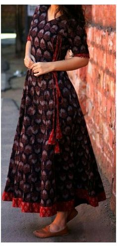 Indian Gowns Dresses, Indian Fashion Dresses, Dress Indian Style, Indian Designer Outfits, Designer Dresses, Pakistani Dresses, Frock Fashion, Fashion Outfits, Long Dress Design