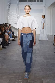 The complete Off-White Spring 2016 Ready-to-Wear fashion show now on Vogue Runway. Denim Fashion, Runway Fashion, Fashion News, Fashion Show, Fashion 2016, Fashion Guide, Latest Fashion, Off White, Non Plus Ultra