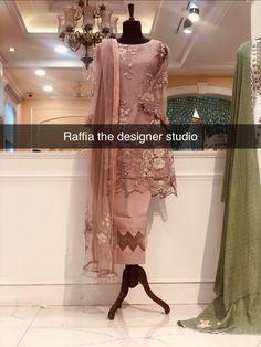 Fashion Pants, Fashion Dresses, Kareena Kapoor, Stylish Dresses, Kurti, Pakistani, Designer Dresses, Studio, Outfits