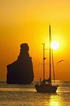 Sailing to the Tagomago little island in front of Ibiza, Spain Beautiful World, Beautiful Places, Beautiful Pictures, Wonderful Places, Wonderful Life, Ibiza Formentera, Beautiful Sunrise, Ansel Adams, Mellow Yellow