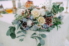 Winter bridal bouquet   fabmood.com #wedding #winterwedding #outdoorwedding #snow #bride #weddingdress #peach