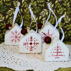 Domki - bombki - zestaw 3 Christmas Ornaments, Holiday Decor, Home Decor, Decoration Home, Room Decor, Christmas Jewelry, Christmas Baubles, Christmas Decorations, Interior Decorating