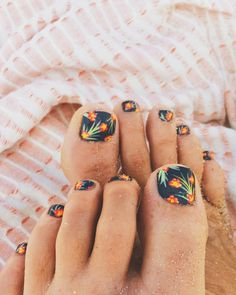 Toe Nail Art Collections To Make You Look Perfect - Nail Polish Addicted Love Nails, How To Do Nails, Pretty Nails, Manicure Y Pedicure, Mani Pedi, Uñas Fashion, Nail Polish, Toe Nail Designs, Toe Nail Art