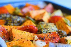 Deze Caribische ovengroente met kip smaakt superlekker en exotisch. Bekijk snel het recept voor deze heerlijke ovengroente met kip!