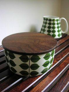 Stig Lindberg - love the dark wood contrast here. Dark Wood Furniture, Stig Lindberg, Swedish Design, Retro Home, Decoration Table, Mid Century Design, Home Interior, Ceramic Pottery, Vintage Kitchen