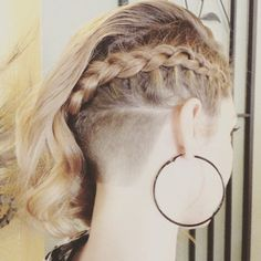 Braidy Buzz #undercut #napebuzz #girlswithshavedheads #hairporn Thx @esquiresalonspa