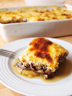 Modern Greek Moussaka: italltastesgreektome: a lightened-up version of a classic Greek dish. Use with gluten free flour Turkish Recipes, Greek Recipes, Light Recipes, Greek Dinners, Greek Cooking, Think Food, Island Food, Moussaka, Mediterranean Recipes