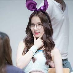 You're so beautiful and cute like a bunny 🐇 . . . . . . . . . . . . . . . #eunha #jungeunbi #eunbi #GFriend #여자친구 #정은비 #은하 #정예린 South Korean Girls, Korean Girl Groups, Jung Eun Bi, Kathryn Bernardo, G Friend, K Idols, Korean Singer, Kpop Girls, Pin Up