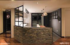 우리집에 어울리는 인더스트리얼 인테리어는? - Daum 부동산 인테리어 Steel Doors, Old Wood, Hostel, Sofa Bed, Kitchen Dining, Sweet Home, Design Inspiration, House Design, Interior Design