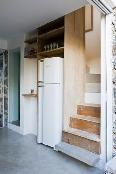 tight fit bath+partial kitchen+stairs