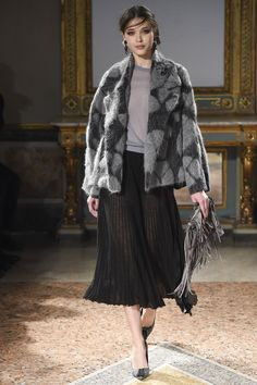 Les Copains Fall 2016 Ready-to-Wear Collection Photos - Vogue
