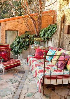 Outdoor day bed, rugs & quilts