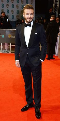 Idée et inspiration Look de star pour homme tendance 2017 ImageDescriptionSee the Looks from the 2015 BAFTAs Red Carpet - David Beckham from Tuxedo Wedding, Wedding Suits, Smoking Tom Ford, Style David Beckham, Tom Ford Tuxedo, Tuxedo Suit, Black Tuxedo, Fashion Moda, Mens Fashion