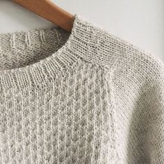 Knitting Patterns Sweter Ravelry: Project Gallery for Smoke pattern by ANKESTRiCK Hand Knitted Sweaters, Sweater Knitting Patterns, Knitting Stitches, Knit Patterns, Hand Knitting, Ravelry, Handgestrickte Pullover, Pulls, Knitting Projects