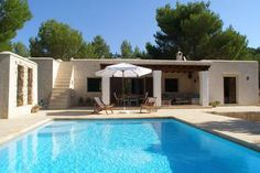 Stylish, small villa, in the midst of nature, with lots of privacy and a Mediterranean ambience.