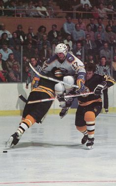 Old photo of Mike Foligno jumping through two Bruins defenders to get a loose puck Hockey Teams, Ice Hockey, Hockey Players, Sports Magazine, Buffalo Sabres, National Hockey League, Boston Bruins, Back In The Day, Old Photos