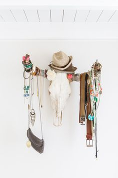 Want to keep your jewelry collection clean and organized? Here are 13 ingenious ways to display and store your beloved jewels and other accessories for an effortless (and decluttered) look. Ibiza Fashion, Gold Fashion, Cow Skull, Skull Art, Skull Decor, Home Organization Hacks, Jewelry Organization, Hippy Chic, Boho Chic