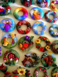 Autumn wreaths – with this kit you can make a wreath in the size of 13 cm. The amount is such that you can make many other small things from the colorful wool. Fabric Brooch, Felt Fabric, Needle Felted Animals, Needle Felting, Alpine Flowers, Felt Crown, Waldorf Crafts, Felt Wreath, Autumn Wreaths
