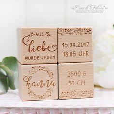 #Holzwürfel aus hochwertigem Buchenholz im Set, graviert mit Ihrem persönlichen Wunschtext, Name und Geburtsdatum des Kindes.  Die hübsche kalligrafische Schrift harmoniert wunderbar mit der zarten Blumenranke. Jeder Würfel wird von einer Seite mit Ihren persönlichen Angaben graviert und ist ein wundervolles Geschenk zur #Geburt oder #Taufe.  #babygeschenk #taufgeschenk #namenswürfel #holzwürfel #gravur #kinderzimmer Dozen Roses, German English, Reality Check, Yellow Roses, Love Flowers, Germany, Presents, Place Card Holders, Babyshower