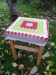 granny square stool