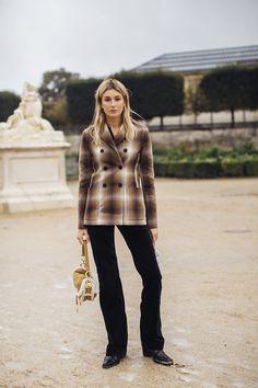 Jeanne Damas, Spring Street Style, Street Style Looks, Cool Street Fashion, Paris Fashion, Spring Fashion, Beauty Magazine, Fashion News, Fur Coat