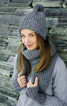 Harmaa pipo, rannekkeet sekä huivi sopivat keväisen sään lämmittäjäksi Knit Beanie, Beanie Hats, Winter Senior Photography, Knit Crochet, Crochet Hats, Cold Weather Fashion, Knit Fashion, Handicraft, Headbands
