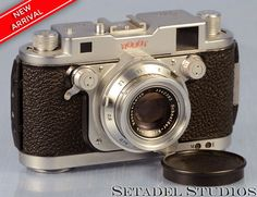 This ROBOT Royal Mod. III chrome clockwork motorized rangefinder camera outfit is in excellent condition cosmetically, mechanically and optically. Camera body serial #G-120559. Lens serial #3485763. T