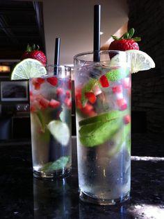 Des mojitos aux fraises! Crédit photo: Restaurant Ô Réfectoire #mojito #drink #cocktail #fraise #alcool