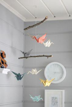 Mobile aus echten Ästen zur Halterung und Origami Kranichen aus Origami Papier