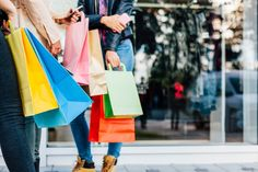 Shoppen in de New York outlets Black Friday, New York Shopping, Muse, Mall Of America, Retail Experience, News Magazines, Holiday Sales, Fast Fashion, Shopping Hacks