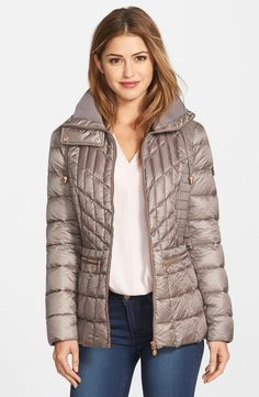 Free shipping and returns on Bernardo Packable Jacket with Down & PrimaLoft® Fill (Regular & Petite) at Fashiondoxy.com. A mix of quilting styles, along with ruched side panels, accentuates the shapely silhouette of a shimmery puffer insulated with a comp