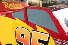 This DIY Lightning McQueen costume is amazing! Great step-by-step tutorial for anyone wondering how to build a Lightning McQueen Halloween costume this year! Especially with Cars 3 just coming out! Cars Halloween Costume, Lightning Mcqueen Costume, Disney Cars Party, Car Party, Disney Nursery, Baby Mouse, Jungle Party, Thomas The Train, Baby Girl Names