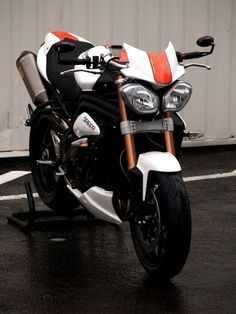Read More About Triumph 1050 Speed Triple Evo1 by Zone rouge...