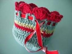 little woollie: Hand made Christmas Challenge.no pattern, crochet coin purse (but coming on Jellyware)--I'm thinking make it large enough to put in small designer lotions, soaps, etc. for a co-worker Christmas present--I need about 15......
