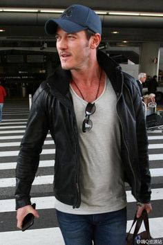 Luke Evans Arrives At LAX Airport, 27 Feb ‹ Luke Evans
