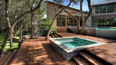 A SQUARE HOT TUB is built into slatted deck, providing a flush, seamless surface. The pool with its concrete walls sits above, giving this backyard a modern, geometric feel. Contemporary Landscape, Landscape Design, Modern Contemporary, Modern Hot Tubs, Whirlpool Deck, Moderne Pools, Hot Tub Deck, Small Backyard Pools, Concrete Backyard