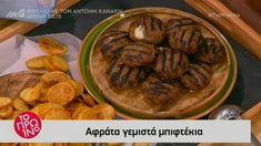 Ο Βασίλης Καλλίδης μαγειρεύει τα πιο αφράτα γεμιστά μπιφτέκια.