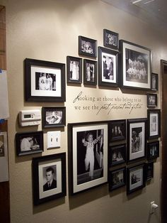 Family Photo Wall(: great way to display your childhood photos.Family Photo Wall(: great way to display your childhood photos. Picture Arrangements, Photo Arrangement, Frame Arrangements, Organisation Des Photos, Images Murales, Exposition Photo, Deco Champetre, Family Wall, Family Room