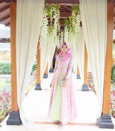 Kebaya Hijab, Wedding Dresses, Fashion, Bridal Dresses, Moda, Bridal Gowns, Wedding Gowns, Weding Dresses, Wedding Dress