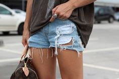 Transforme sua calça jeans em um short customizado | Dona Giraffa