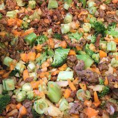 Hoje vai rolar sopa de carne com legumes  nada melhor nesse friozinho para aquecer!!!  by moazev.life http://ift.tt/1U1TOQA