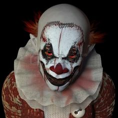 A website about horror stories, urban legends and other bizarre and scary things. Halloween Clown, Gruseliger Clown, Scary Clown Mask, Clown Faces, Scary Faces, Halloween Makeup, Halloween Costumes, Adult Halloween, Halloween Stuff