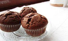 Amerikkalaiset suklaamuffinssit hurmaavat mehevyydellään ja suklaisuudellaan. Muffinssien salaisuus on taikinaan sekoitetuissa suklaahipuissa. Good Food, Yummy Food, Awesome Food, Sweet Bakery, Foods With Gluten, 20 Min, Something Sweet, No Bake Cake, Food Pictures