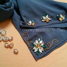 Kurti Embroidery Design, Bead Embroidery Patterns, Embroidery On Clothes, Embroidery Fashion, Embroidery Jewelry, Hand Embroidery Designs, Beaded Embroidery, Motifs Perler, Bead Sewing